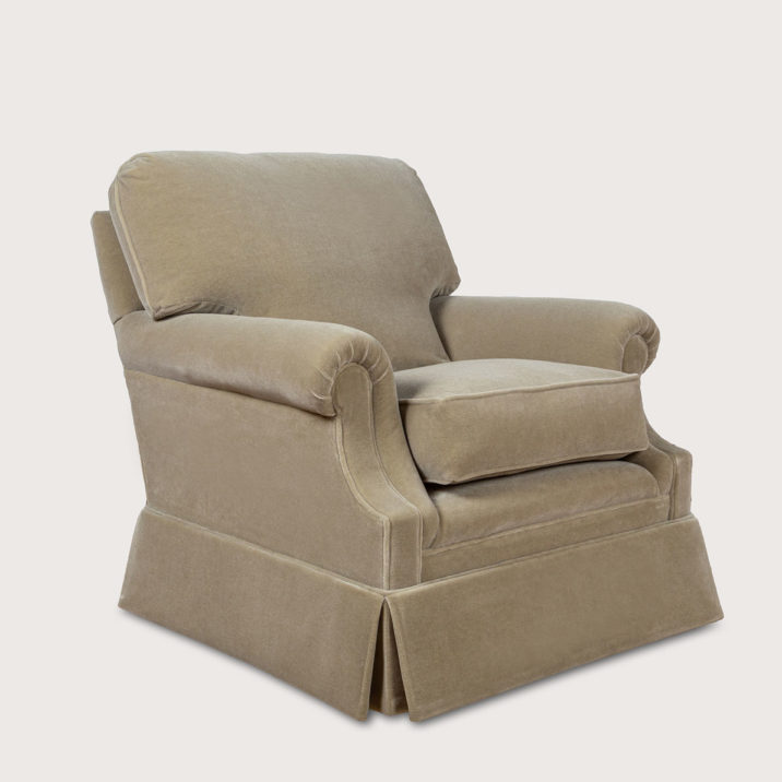 Small Laid Back Scroll Arm Signature Chair with Cushion Back
